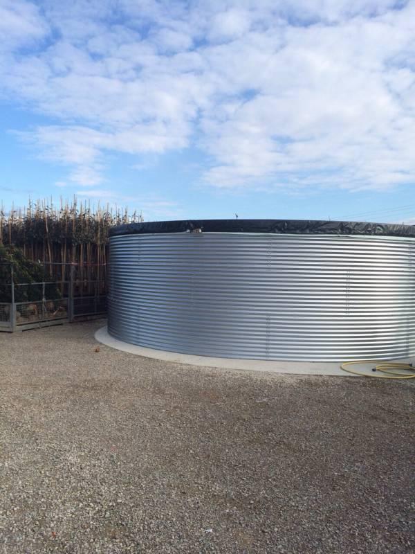 Bacino artificiale per irrigazione in pannelli di lamiera imbullonati facile da installare