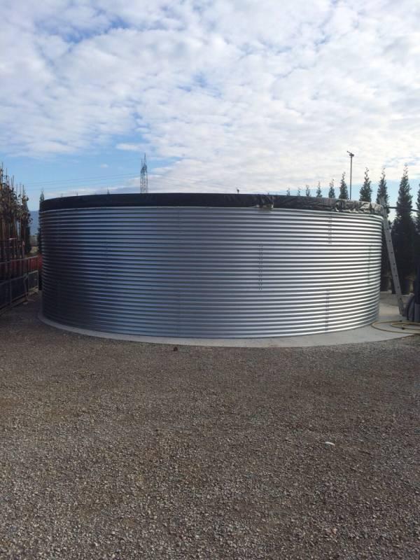 Serbatoio per irrigazione da 139 mc montato in vivaio a Pistoia